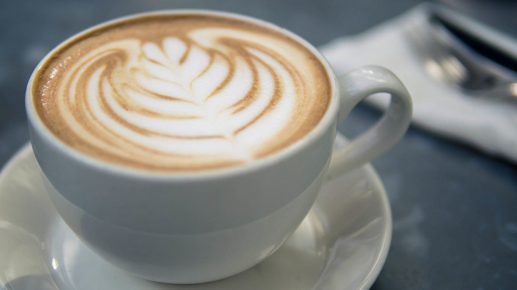 Kawa podnosi ciśnienie i działa odwadniająco